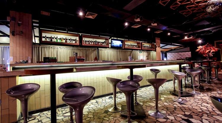 酒吧KTV